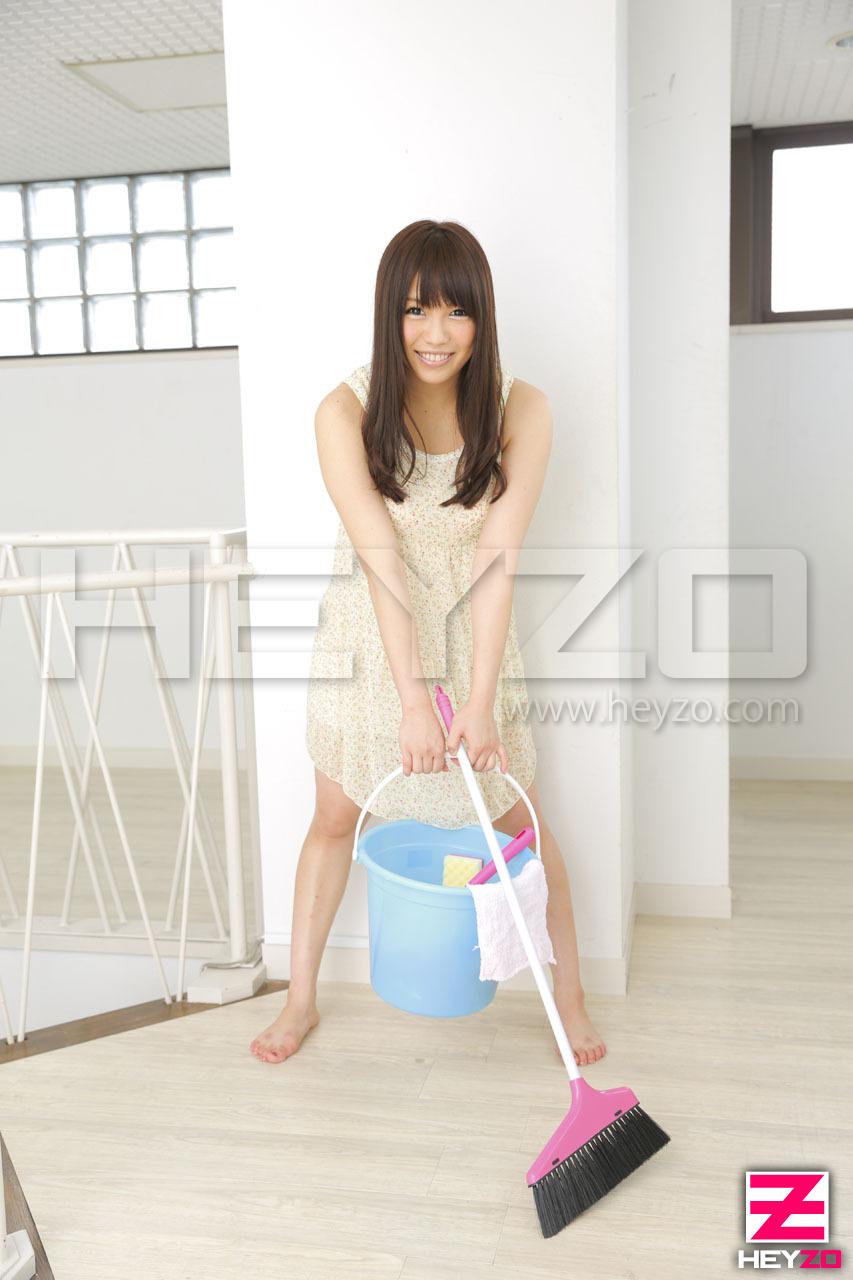 新人全裸家政婦~濡れた体で貴方をお掃除~